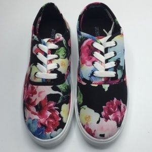 JustFab Breanne Floral Canvas Sneakers. Size 9